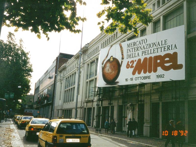 MIPELにはじめて参加した頃('92)のミラノ。街頭にも大きな垂幕が・・・。